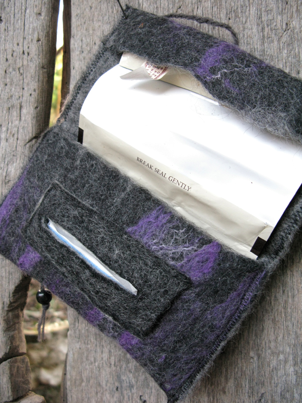 This tobacco pouch is made of merino and alpaca wool as well as silk fibers