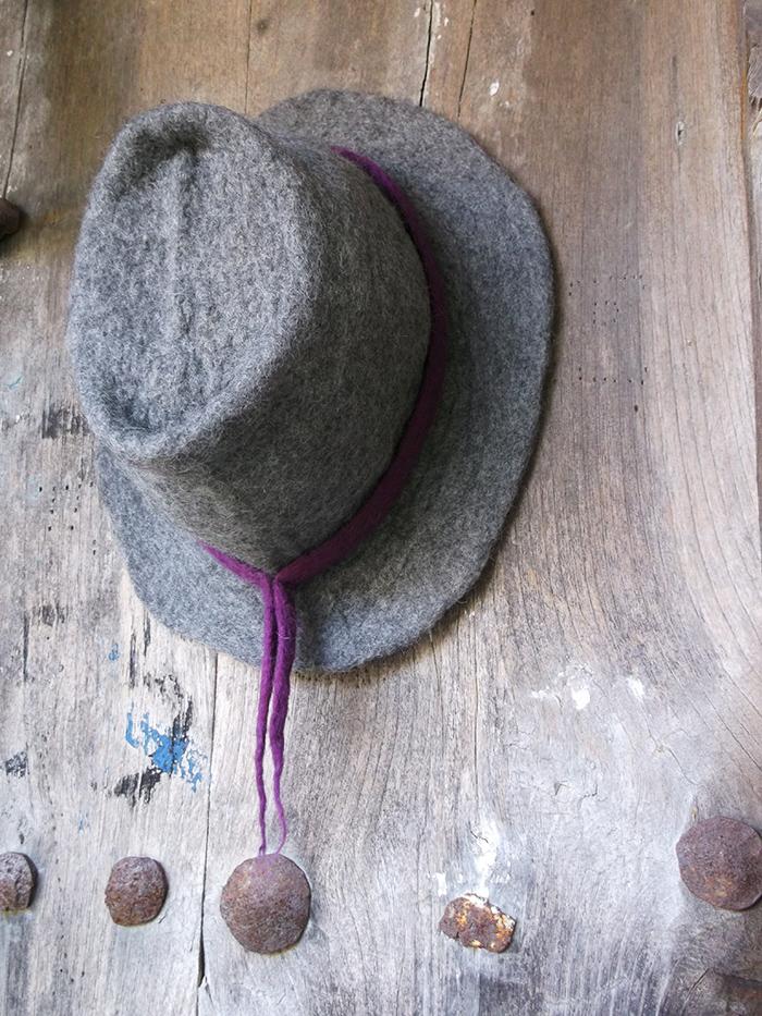 Χειροποίητο γκρι καπέλο από φελτ