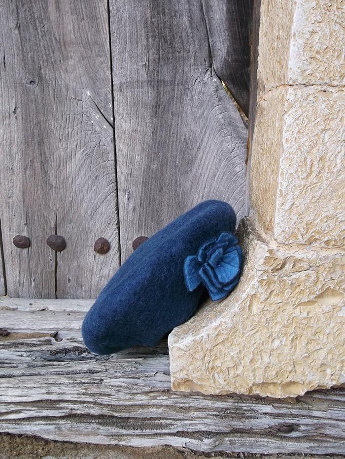 Μπλε χειροποίητο γυναικείο καπέλο από φελτ