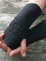 Χειροποίητα γυναικεία γάντια από φελτ σε μαύρο χρώμα