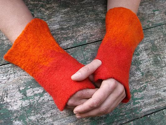 Χειροποίητα γυναικεία γάντια από φελτ σε πορτοκαλί χρώμα