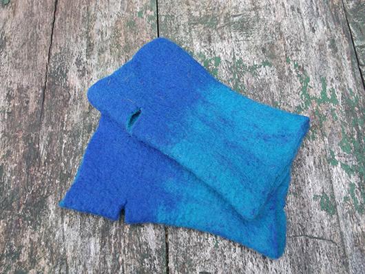 Χειροποίητα γυναικεία γάντια από φελτ σε μπλε χρώμα