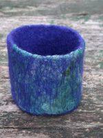 Χειροποίητο μπλε βραχιόλι από φελτ
