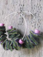 Χειροποίητα σκουλαρίκια φελτ με κεντητές χάντρες