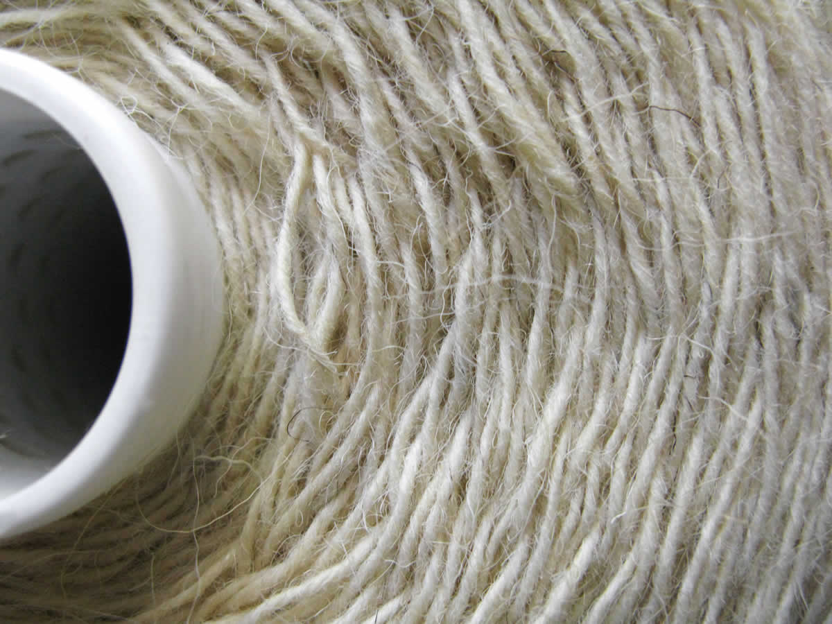 """Μαλλί προς πώληση από πρόβατα τής σπάνιας ηπειρώτικης ράτσας προβάτων """"Καραμάνικο"""" ή Κατσικάς"""""""